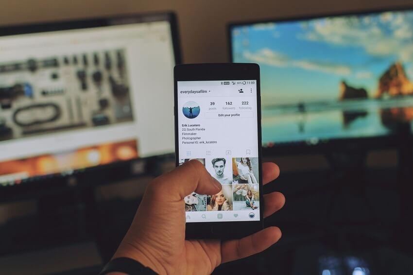 Embed Social media feeds